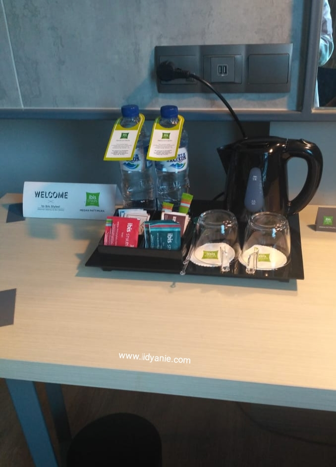 welcome snack from hotel ibis styles medan