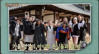 Tamu youns stay variety show sesi foto bersama