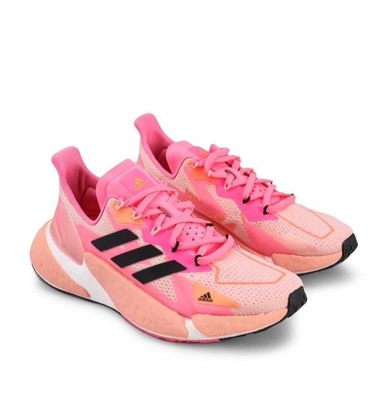 cara menentukan ukuran sepatu sneakers untuk wanita